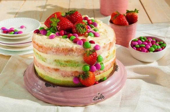 Farebná torta s krémom