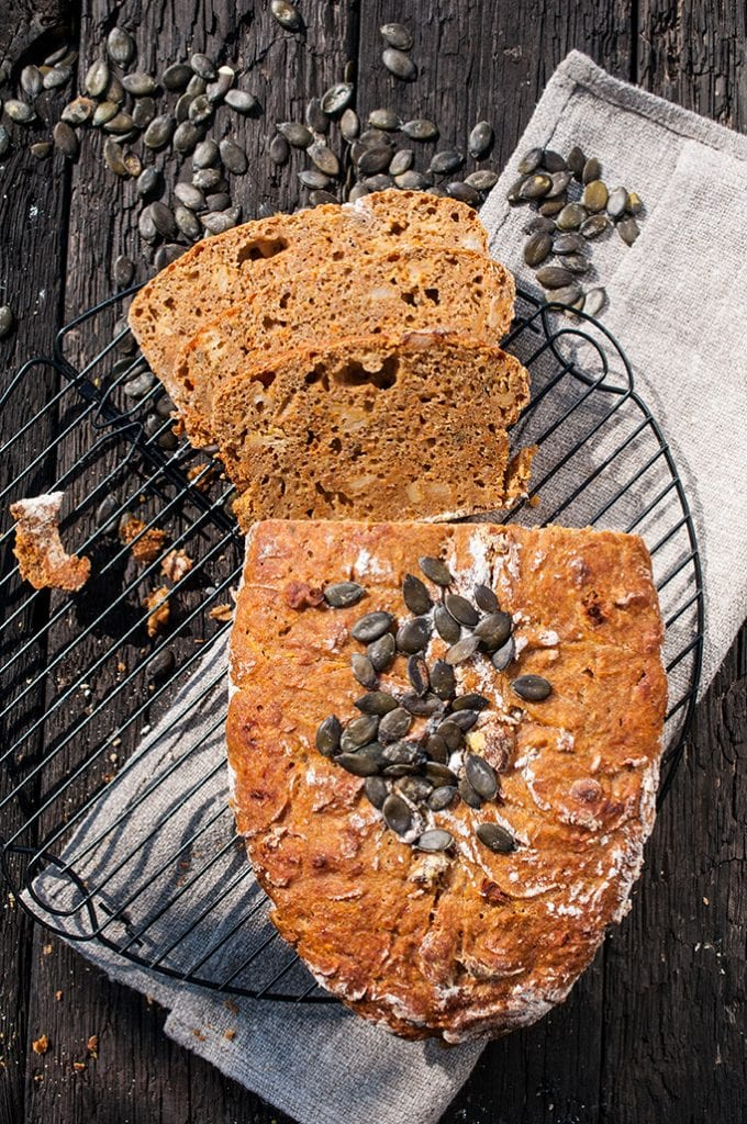 Domáci tekvicový chlieb so škvarkami