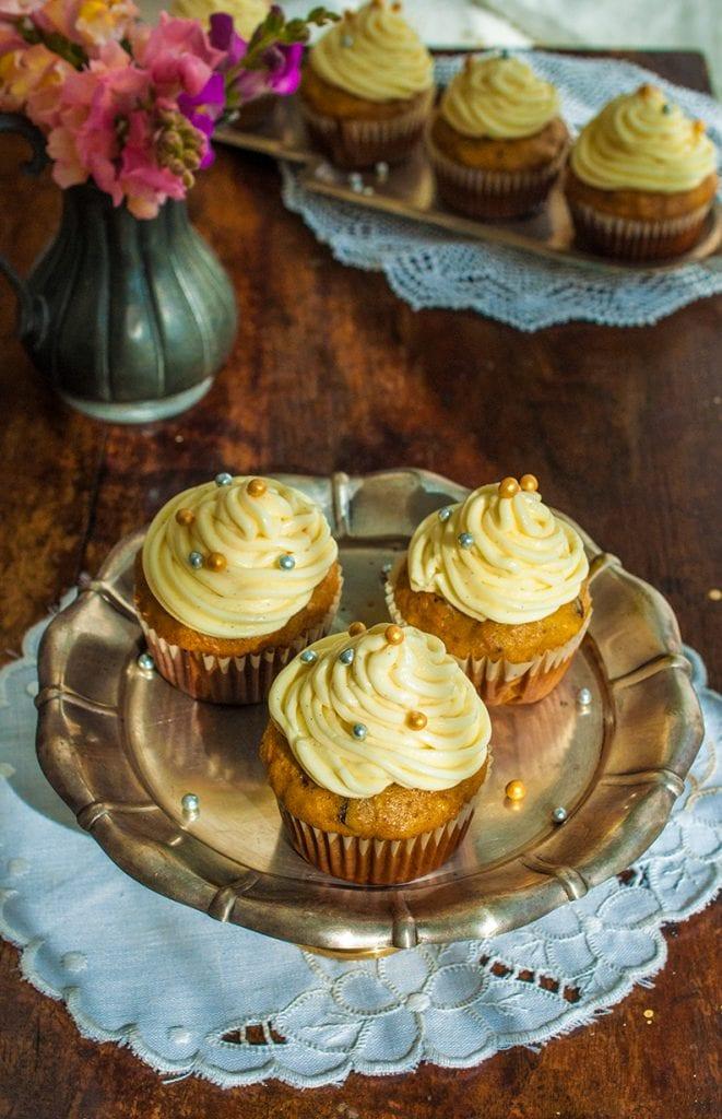 Mrkvové cupcakes s vanilkovým krémom sú dokonalým potešením ku kávičke