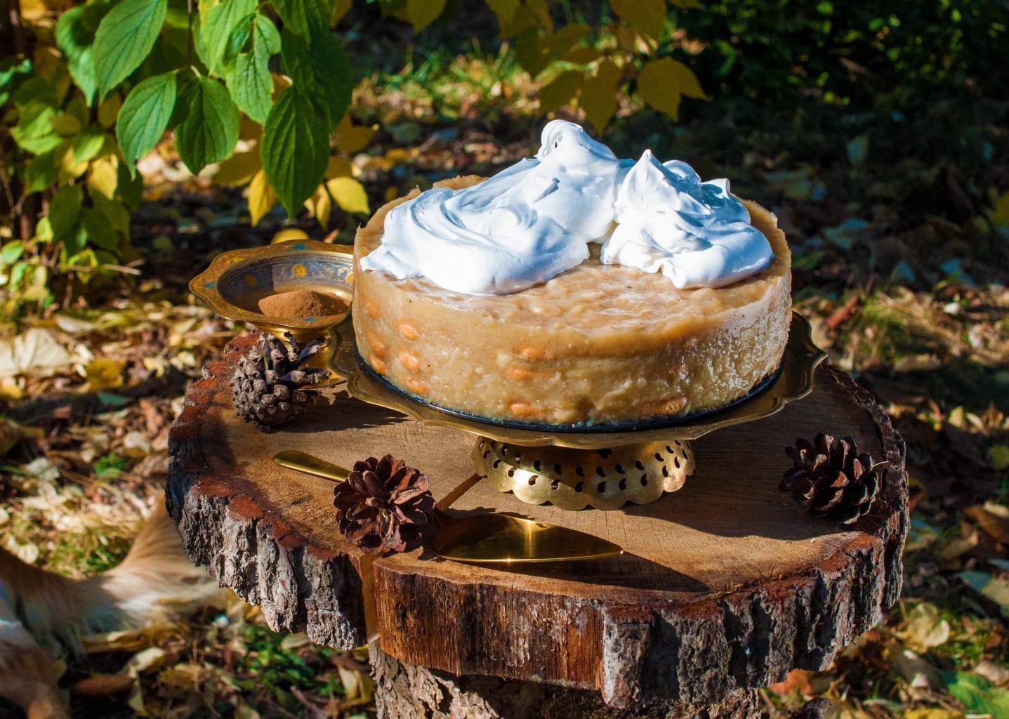 Piškótová jabková torta so smotanou