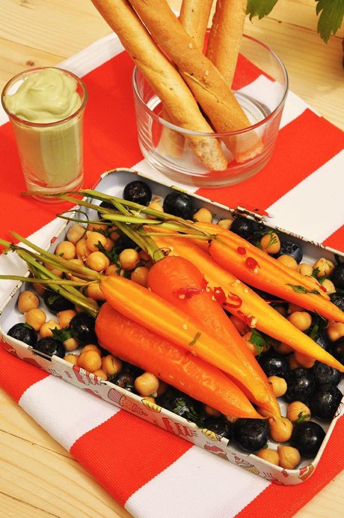 Zdravý obed do práce: čili mrkva s avokádovým dipom