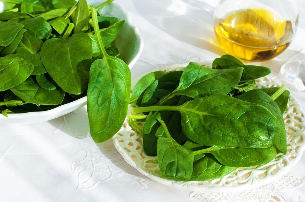 Mladý listový špenát je vynikajúci prosti zápalom.