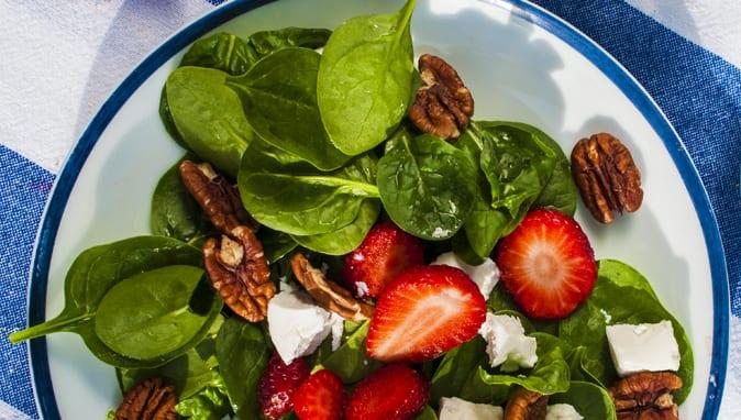 jahodový šalát so špenátom recept