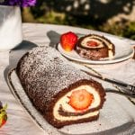 kakaová roláda s tvarohom a jahodami