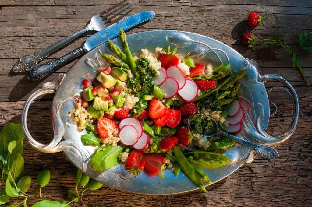 špargľa chutí výborne aj v kombinácii s jarnou zeleninou