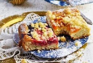 kysnutý ovocný koláč s posýpkou