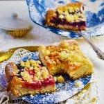 ovocný kysnutý koláč s posýpkou