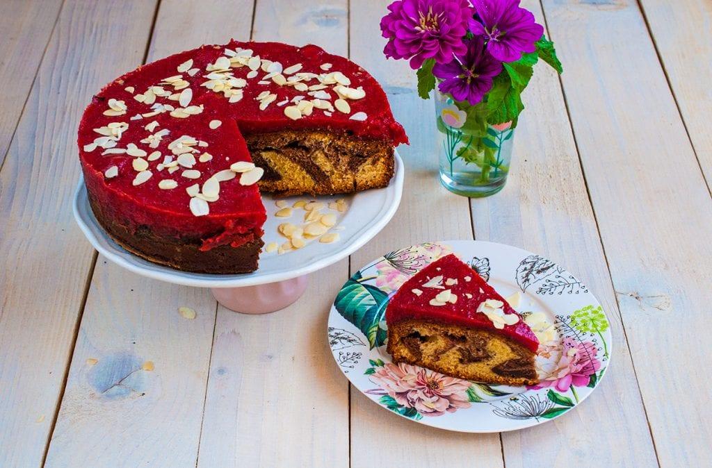 Mramorový koláč s jahodovým pyré
