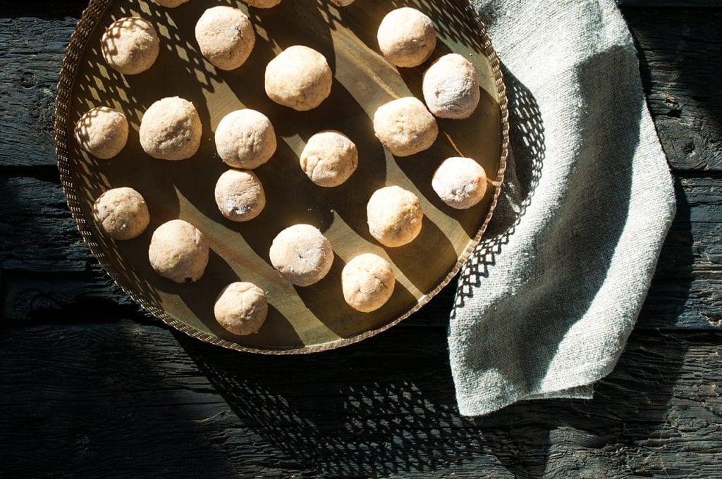 Slivkové knedle zo špaldovej múky. Foodstyling a foto: Jana Štrbková