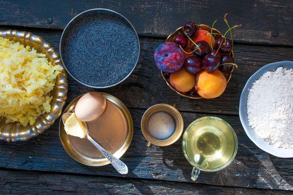 Ingrediencie na slivkové knedle s makom. Foodstyling a foto: Jana Štrbková