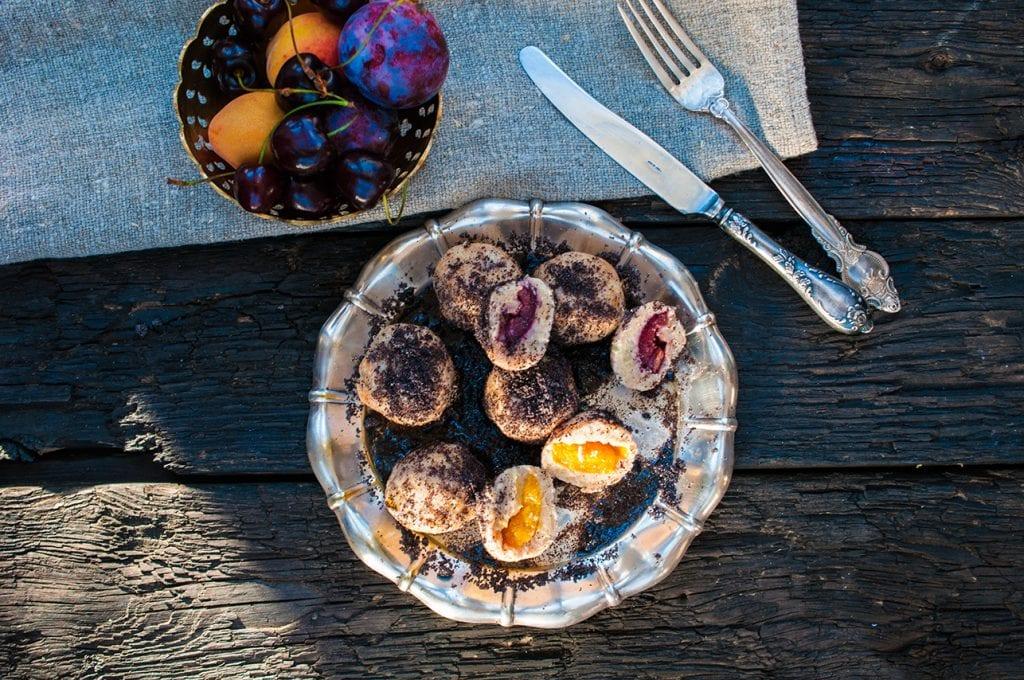 Ovocné guľky s medom, maslom a makom. Foodstyling a foto: Jana Štrbková