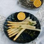 Výborná biela špargľa na masle